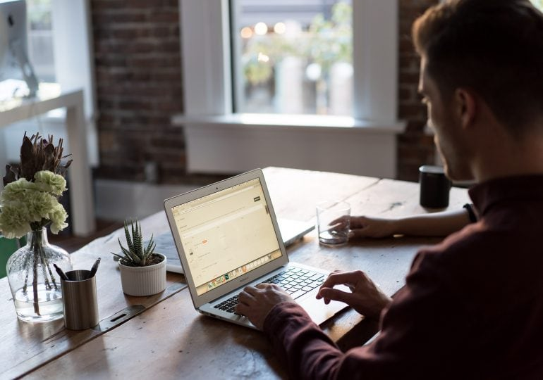 Praca w trybie zdalnym. Jak ta tendencja wpłynie na rynek pracy?