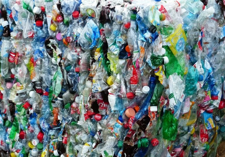 Żabka chce walczyć z plastikiem. Nagrodzi za zwrot plastikowych butelek