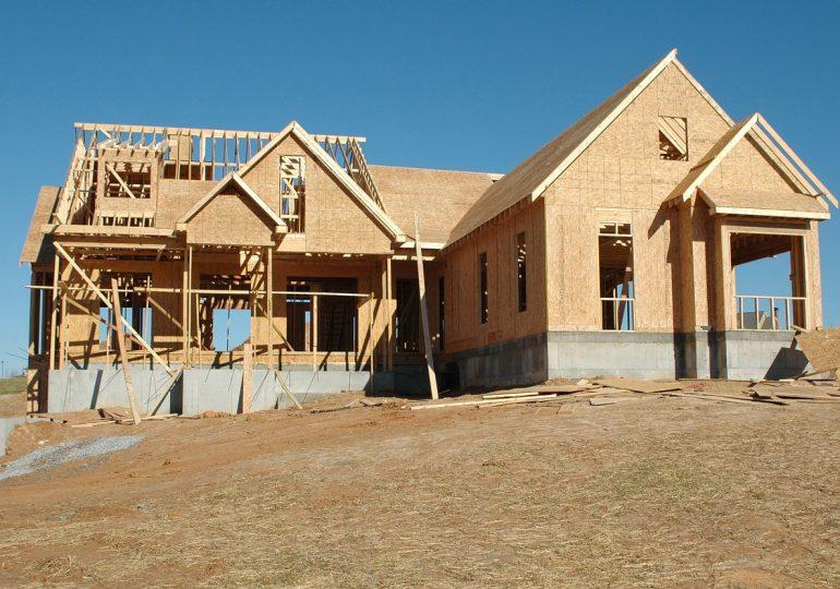 Spada liczba nowo budowanych mieszkań. Przejściowo, czy idzie kryzys?