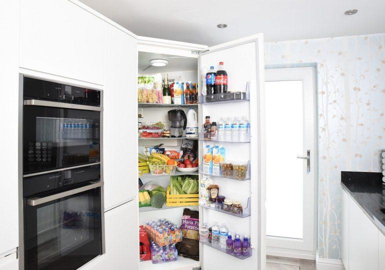 Oszczędna lodówka, czyli jak oszczędzić na zakupie i użytkowaniu lodówki?