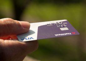 Jakie mogą być konsekwencje utraty karty płatniczej i jak im zapobiec?