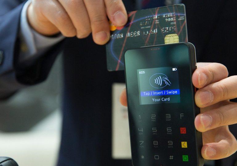 Jak najlepiej płacić za granicą? Kartą czy gotówką?